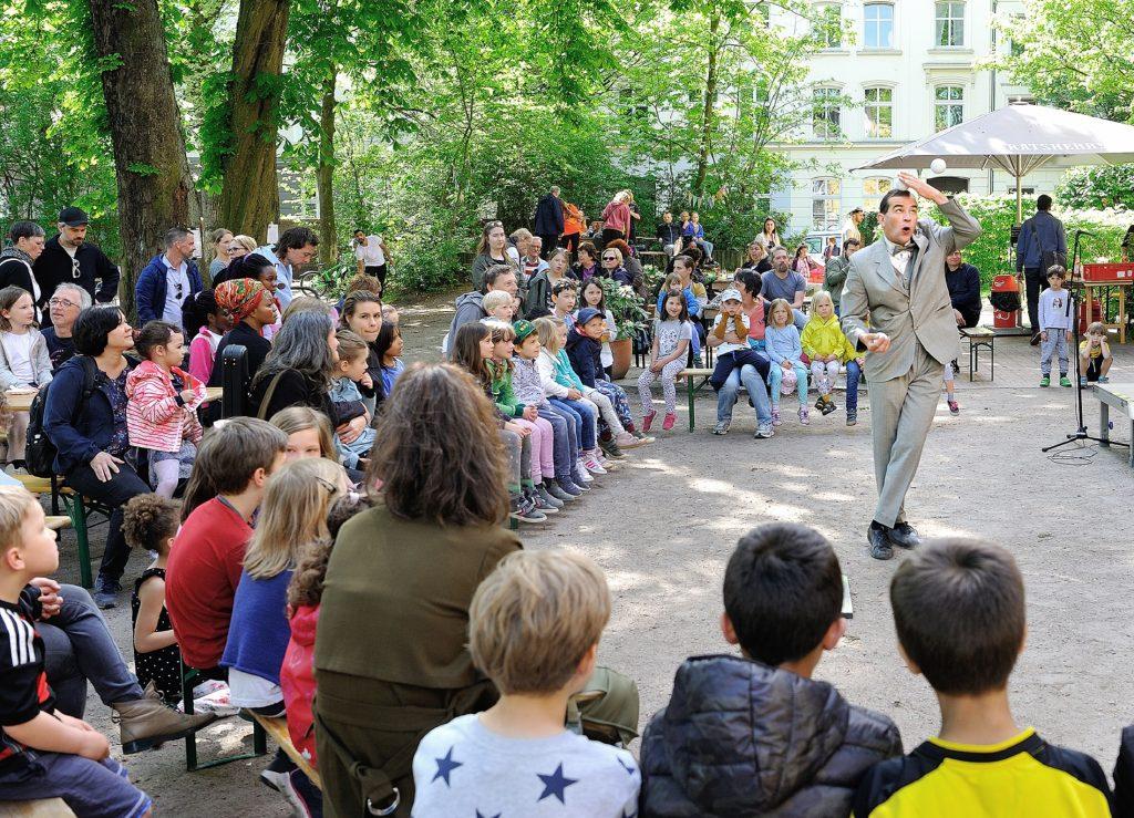 Sommerfest vor HausDrei in Altona-Altstadt