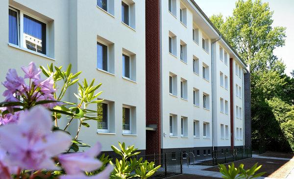 Sanierte Fassaden am Immenbusch/Glückstädter Weg
